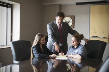 Cómo manejar mejor la discriminación en el lugar de trabajo